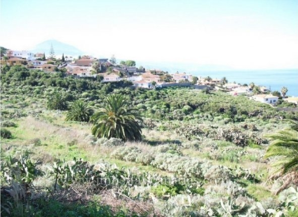 Land situated in an exclusive residencial area with impressive views to the sea and Mount Teide, with construction licence  for building various houses.