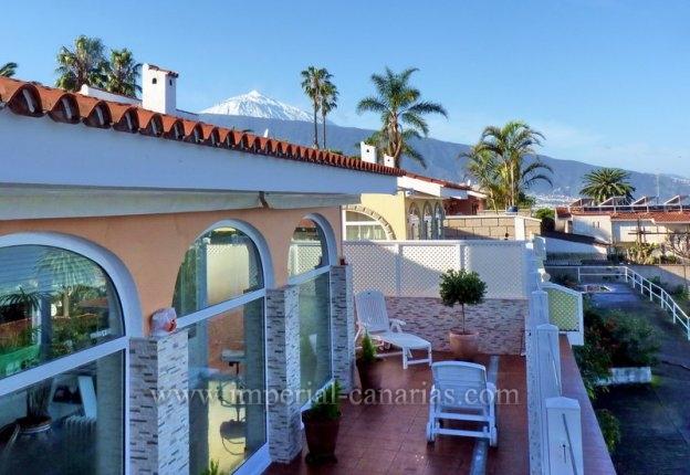 Einfamilienhaus in San Patricio  -  Traumhafte Villa mit beeindruckendem Meer- und Teide-Blick und wunderschönem Garten.