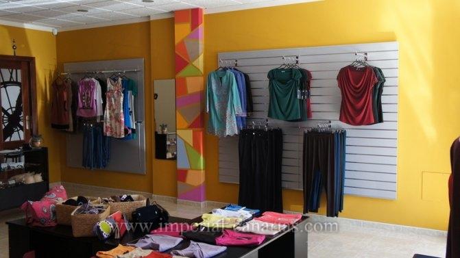Se traspasa tienda de ropa abierta al público.