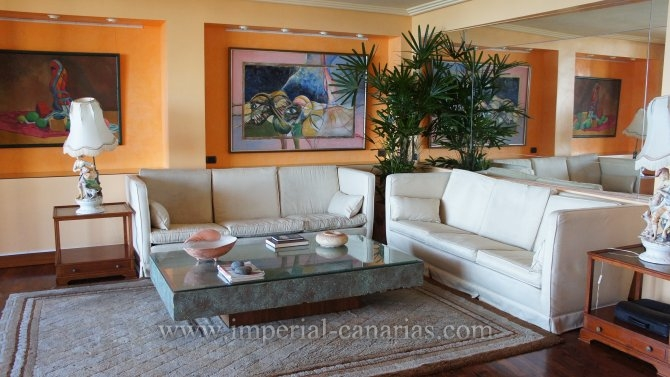 Wohnung in San Telmo  -  Wohnen Sie zentral in einer ger�umigen Wohnung mit direktem Blick auf das Meer, Lago Martianez und allen Annehmlichkeiten in Puerto de la Cruz .