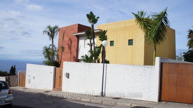 Einfamilienhaus in Puntillo del Sol  -  Sch�ne, gro�e Fenster mit Blick auf das Meer, Parkett in allen Zimmern, Luxusk�che, hochwertige Materialien, Marmor-und W�rmed�mmschicht.