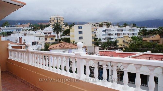 Reihenhaus in San Fernando  -  Schönes Reihenhaus in ruhiger Wohngegend mit großem Patio, Terrasse mit Blick auf den Teide, zwei Parkplätze im Freien.
