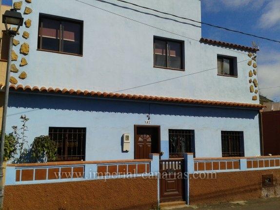 Kanarisches Haus in La Caridad  -  Ideales Haus für eine Familie, die in einer ruhigen Zone in der Nähe von Tacoronte wohnen möchte.