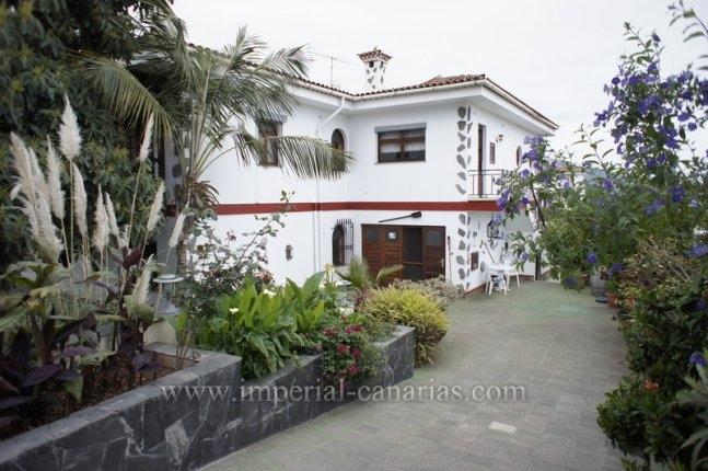 Einfamilienhaus in Las Palmeras  -  Wunderschönes rustikales Anwesen mit schönem Garten und Pool in La Orotava!!