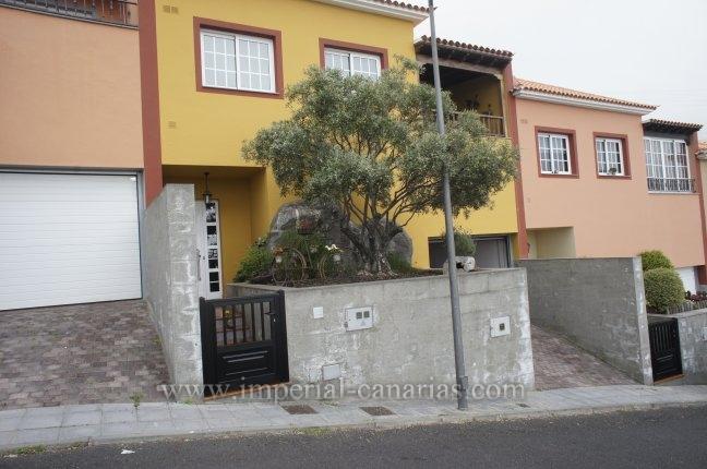 Reihenhaus in Barrio La Mancha  -  Ein schönes Reihenhaus in Icod de los Vinos mit einer erstklassischen Ausstattung und Einrichtung, die die Exklusivität dieses Anwesens widerspiegelt.