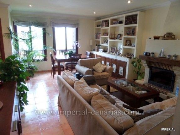 Leben Sie in Tacoronte in einem fantastischen, geräumigen und gepflegtem Reihenhaus mit Blick auf den Teide mit Garten und Terrasse.  klicken zum vergrössern