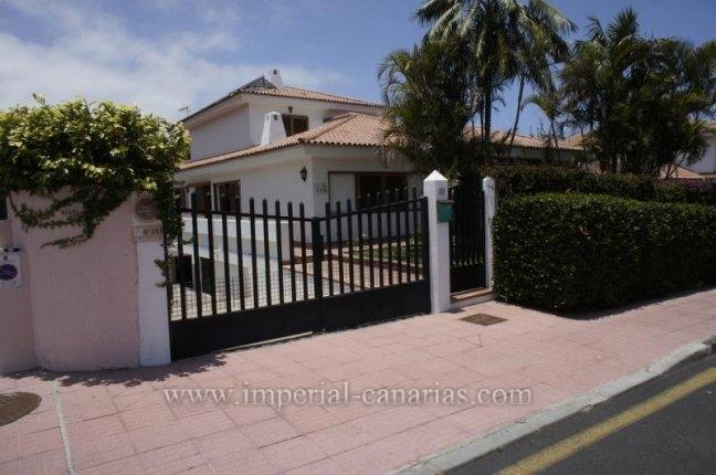 Einfamilienhaus in La Paz  -  Chalet zentral gelegen in La Paz mit  einem Gäste-Apartment und vielen Möglichkeiten weitere Lebensräume zu kreieren.