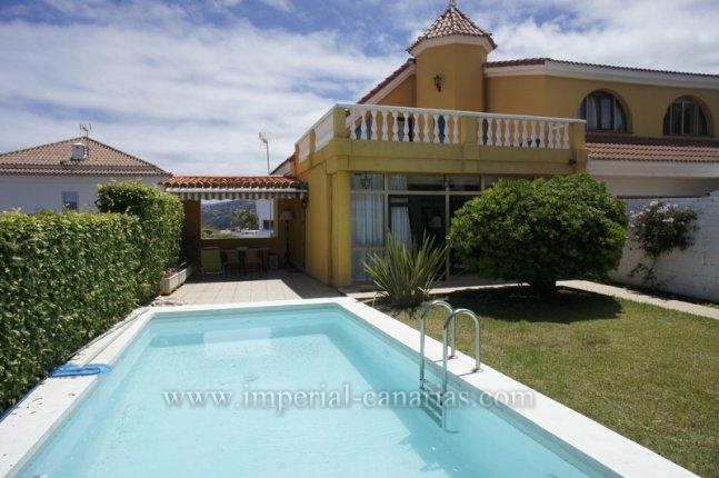 Doppelhaushälfte in La Quinta  -  Tolle Doppelhashälfte mit privatem Pool und Gästewohnung.
