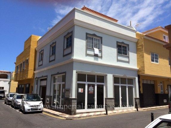 Neues Gebäude am Loro Parque und Playa Jardin Strand