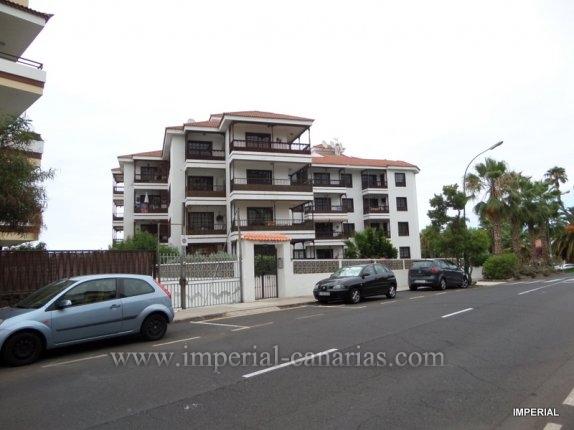 Wohnung in El Tope  -   Sehr hell und komplett renoviert Wohnung, Ideal für eine Familie, die nahe an der Innenstadt, aber ruhig sein will. Die Wohnung verfügt über 3 Schlafzimmer, 2 Bäder, eines mit Badewanne, das andere m