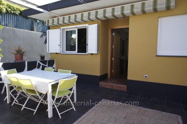 Einfamilienhaus in El Durazno  -  Spektakuläres Chalet mit exklusiven Komfort in ruhiger Lage mit Pool, tolle Aussicht und Gästewohnung.