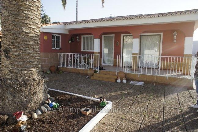 Einfamilienhaus in Los Naranjos  -  Einfamilienhaus mit grossem Garten in ruhiger Wohngegend