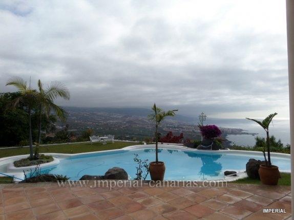 Villa in Vista paraiso  -  Fantastische Gelegenheit, um einen einzigartigen und sehr exklusive Residenz erwerben. Luxuriös und wunderschön eingerichtet, um den höchsten Standard, ist diese Villa eine ideale Investition.