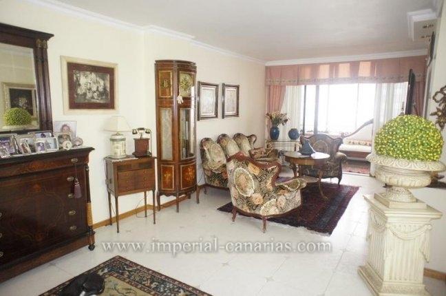 Wohnung in El Mayorazgo  -  Wohnen Sie in dieser eleganten Wohnung in einem Wohnkomplex mit Pool  in bester Gegend von La Orotava in der Nähe eines Parks und einem neuen Sportzentrum.