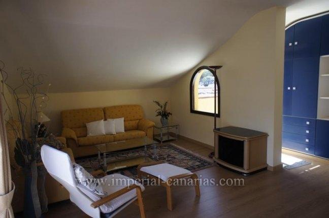 Appartement in El Tope  -  Genießen Sie dieses stilvolle Apartment mit großem Balkon und Blick auf das Meer und den Teide in Puerto de la Cruz.