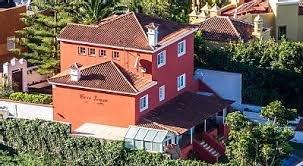 Villa in La Baranda  -  Stilvolle  Villa in El Sauzal besticht durch ihre Lage, Gästewohnung, Schwimmbecken, Grillplatz, ein Fitnesscenter und eine schöne Terrasse mit Blick auf das Meer.