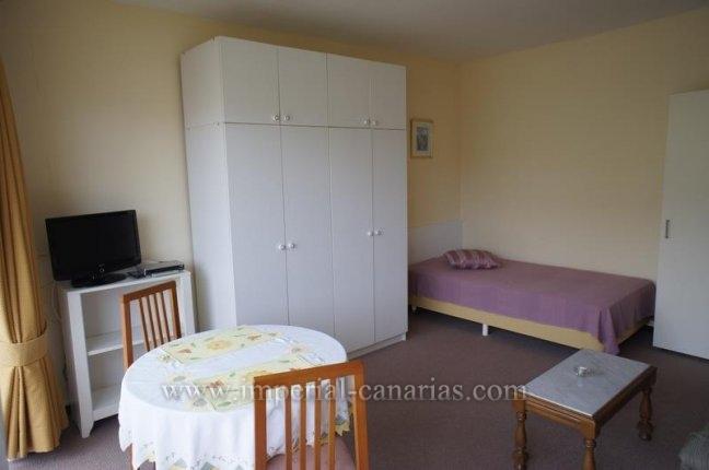Studio in El Tope  -  Schönes Studio ideal für eine Person in einer zentral gelegenen Wohnanlage im Ortsteil El Tope mit Pool und Garten.