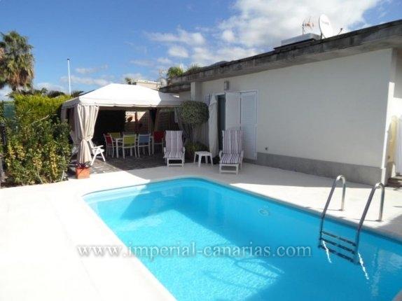Einfamilienhaus in El Durazno  -  Ideales Chalet f�r eine Familie mit separatem G�steappartement und Schwimmbecken in urbaner Umgebung mit l�ndlichem Ambiente in der N�he des Botanischem Garten von Puerto de la Cruz.