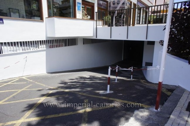 Centrally located and easily accessible garage for sale.
