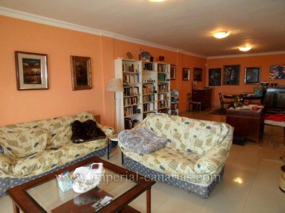 Wohnung in El Mayorazgo  -  Wohnen Sie in dieser eleganten Wohnung mit vier Schlafzimmern in bester Gegend von La Orotava in der Nähe eines Parks und einem neuen Sportzentrum.