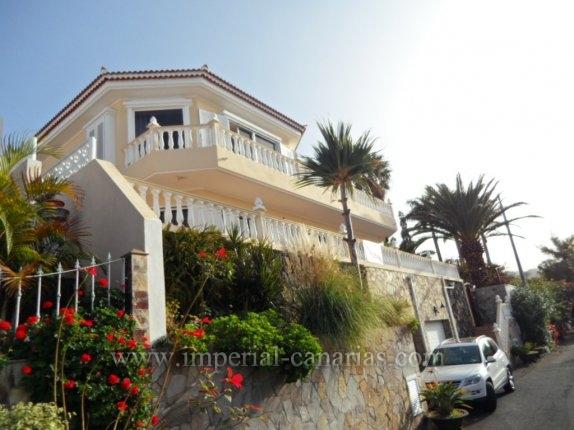 Einfamilienhaus in Lomo Román  -  Moderne Villa in bester Nachbarschaft mit tollem Blick!