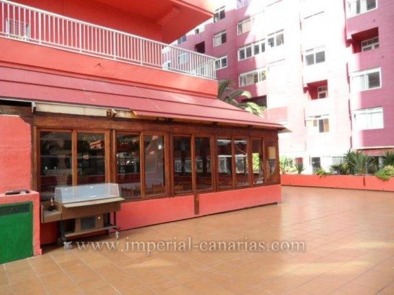 Geschäftslokal in Edificio Drago, Centro  -  Restaurant mit Bar mit einer Sitzkapazität für ca. 80 Personen, zentral gelegen an der Fusgängerzone von Puerto de la Cruz. Das Lokal steht  zum Verkauf.