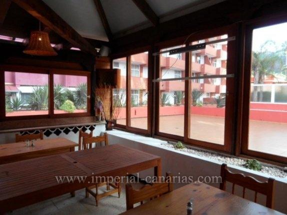 Restaurant mit Bar mit einer Sitzkapazität für ca. 80 Personen, zentral gelegen an der Fusgängerzone von Puerto de la Cruz. Das Lokal steht  zum Verkauf.