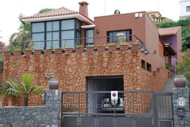 Einfamilienhaus in El Sauzal  -  Schönes Chalet in El Sauzal mit 4 Schlafzimmer, Garten, Terrasse mit Grillzone und vilelen weiteren Möglichkeiten.