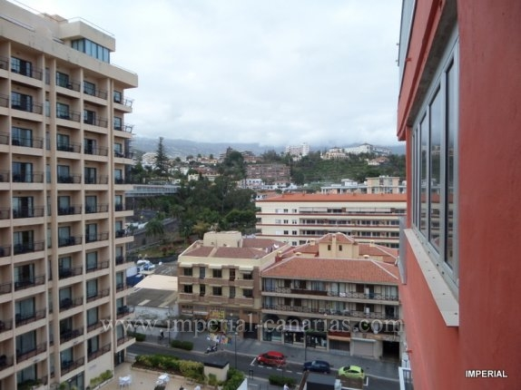 Wohnung in martianez  -  Schöne helle und luftige Wohnung mit schönem Blick auf Teide und die Berge. Diese  Wohnung  liegt im 9. Stock, und wurde kürzlich renoviert und eingerichtet.