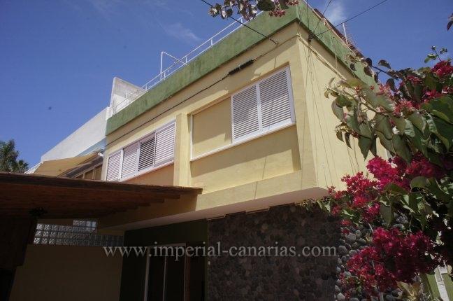 Reihenhaus in San Fernando  -  Dreistöckiges Reihenhaus in ruhiger Wohngegend in San Fernando.