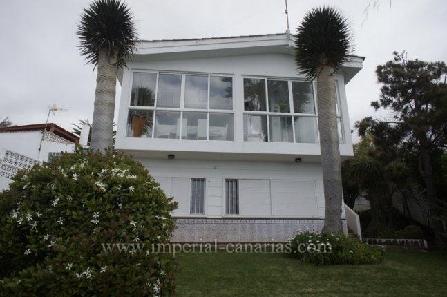 Einfamilienhaus in Los Naranjos  -  Chalet mit wunderschönem Blickauf den Atlantischen Ozean und verfügt über private Garten