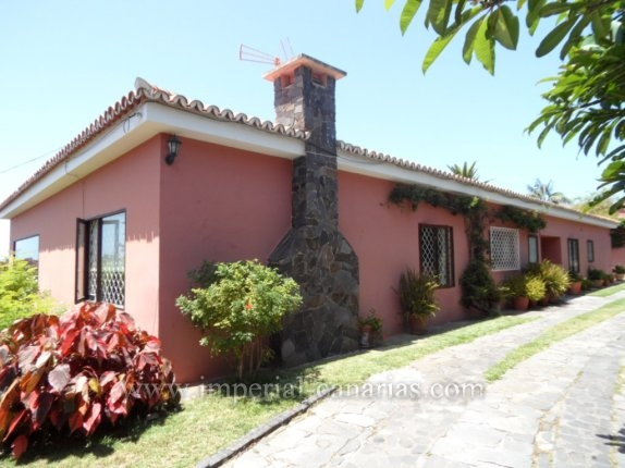 Einfamilienhaus in Las Aguilas  -  Fantastisches Chalet mit vielen Möglichkeiten in Las Aguilas mit schönen Blick auf den Teide und das Meer.
