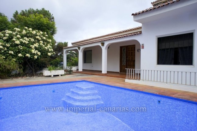 Einfamilienhaus in Jardín del Sol  -  Haus in Jardín del Sol, Tacoronte, mit Gartyen und Pool.