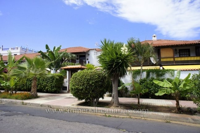 Sch�nes Reihenhaus mit Garten und Blick auf Meer und Teide in La Paz