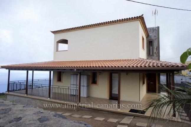 Beautiful villa for rent in El Sauzal with fabulous views.