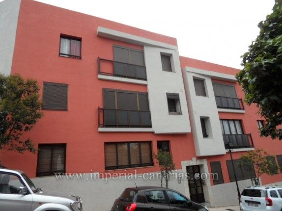 Wohnung in Tacoronte  -  Zwei Schlafzimmer Apartment mit grosser Terrasse zentral gelegen in Tacoronte.