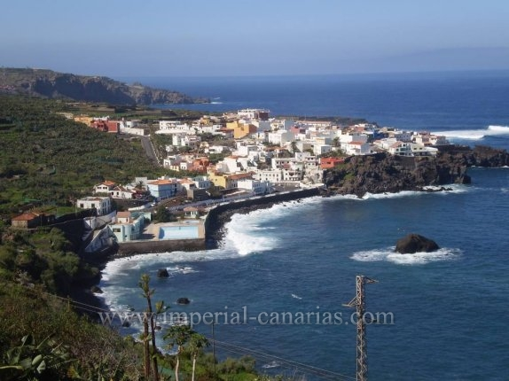 Live by the sea in this picturesque fishing village of Las Aguas surrounded by a rich gastronomic offer.