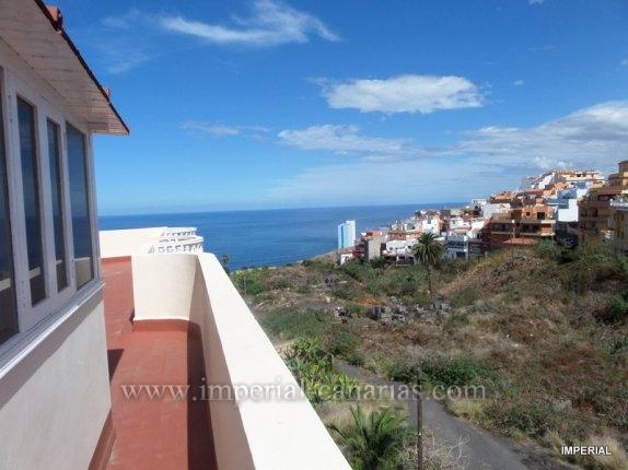 Wohnung in El Toscal  -  Eine gro�e und luftige Dachgeschoss-wohnung mit herrlichem Meerblick entlang der K�ste. Mit einem riesigen Terrasse auf allen Seiten, ist diese Wohnung ideal zum Entspannen,