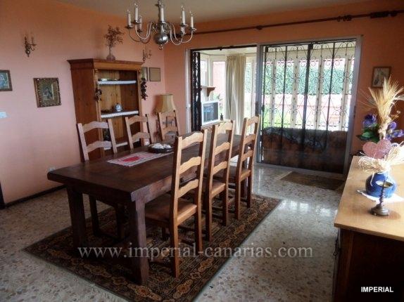 Einfamilienhaus in Las Candias  -  Hübsches kleines Chalet mit grossem Garten, renovierungsbedürftig  in ruhiger und schön gelegener Urbanisation in der Nähe von La Orotava.