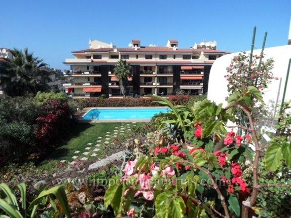Appartement in El Tope  -  Kleine Wohnung mit 1 Schlafzimmer . Die terasse ist sehr sonnig mit schönen Pflanzen und Blick auf den Pool.
