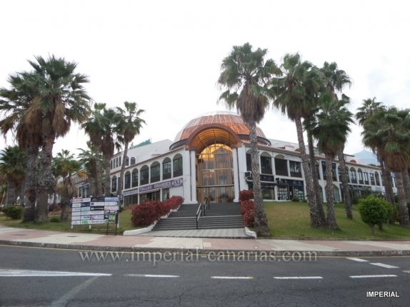 Purchase this premise ideal to open your office in the Shopping Center La Cúpula  in La Paz.