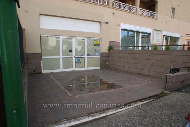 Gesch�ftslokal in Puerto de la Cruz  -  Grossz�giges Gesch�ft in der Hauptstrasse von Las Arenas