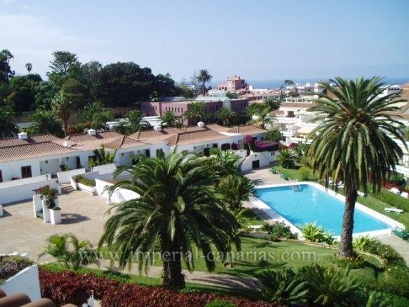 Schönes und grosses Appartmente, neu renoviert, in Komplex mit tropischen Gärten und beheiztem Pool