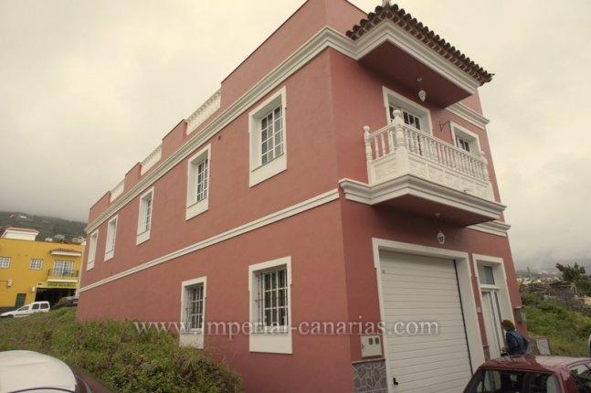 Einfamilienhaus in La Perdoma  -  Grosses Haus im kanarischen Stil in ruhiger aber gut angebundener Wohngegend.