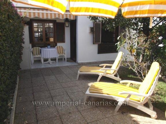 Schönes Studio mit großer Terrasse und einen privaten Garten und einen beheizten Swimmingpool