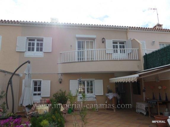Reihenhaus in San Fernando  -  Sch�nes und ger�umiges Reihenhaus in San Fernando mit drei Schlafzimmern, grosse Terrasse und viel Platz f�r eine Familie.