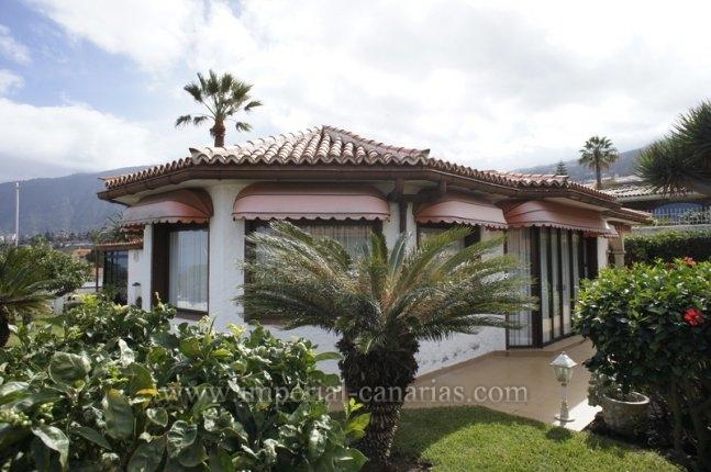Einfamilienhaus in Urb. La Corina  -  Tolles Einfamilienhaus in guter Lage und ohne Treppen und Stufen!