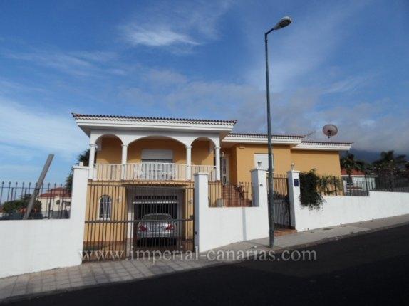 Einfamilienhaus in La Orotava  -  Groosszügige Villa mit grosser Garage, Keller, und Wohnung für Gäste