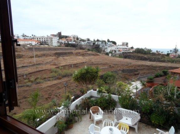 Wohnung in El Tope  -  Geräumige Wohnung in ruhiger Lage umgeben von Gärten, mit Blick auf das Meer und die Berge. Diese Etage ist komplett renoviert und ist bereit für live. Wie Ecke Lounge mit Blick auf Süden mit Balkon u