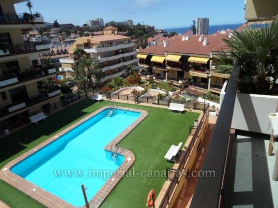 Appartement in El Tope  -  Komfortable Wohnung im Wohngebiet mit schöner Aussicht über die Stadt und die Berge. Diese Wohnung ist geräumig und mit 2 sonnigen Terrassen.